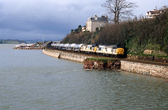 Silver Bullets at Teignmouth (seawall) Tags: 6s55 silverbullets class37 teignmouth