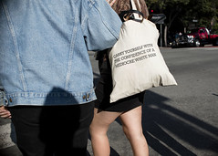 carry yourself (Blinkofanaye) Tags: carry yourself cofidence mediocre white man bag slogan sf sanfrancisco usa woman street