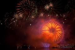 Fire works display welcomes 2013 in London (noslen20) Tags: millenniumwheel photography photo fireworks newyear southbank celebration riverthames happynewyear 2012 pyrotechnics gbr 2013 edflondoneye nelsonpereiraphotography