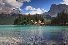Emerald Lake (seryani) Tags: bridge summer naturaleza mountain lake canada nature beauty america canon landscape rockies island nationalpark américa scenery bc britishcolumbia lac august lodge agosto alberta verano northamerica rockymountains montaña isla canadá montañas 2012 yoho emeraldlake canadianrockies parquenacional yohonationalpark canadianrockymountains canonef2470f28l norteamérica canon2470 lagoesmeralda montañasrocosas canoneos5dmarkii canadarockymountains august2012 summer2012 montañasrocosasdecanadá lagoemerald verano2012 agosto2012 parquenacionaldeyoho lakgo