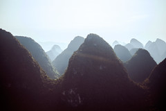 Yangshuo (mr. Wood) Tags: china mountains river li yangshuo fujifilm guanxi xe1