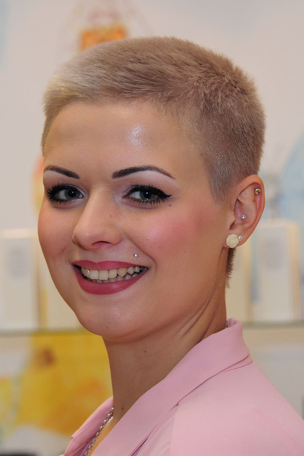 Women Extreme Short Pixie Hair