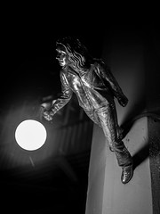I'm the Nightwatchmen (LBeckons) Tags: seattle city light bw statue 50mm streetlights panasonic pikeplacemarket 25mm pl25 panasonicleicadgsummilux25mmf14asph