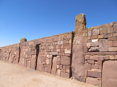 "Tiwanaku: mur du Kalasasaya <a style=""margin-left:10px; font-size:0.8em;"" href=""http://www.flickr.com/photos/127723101@N04/28089392924/"" target=""_blank"">@flickr</a>"