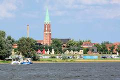 6601 Blick ber die Elbe auf Wittenberge - Kirchturm  der Pfarrkirche der Stadt. (stadt + land) Tags: kirchturm pfarrkirche stadt wittenberge elbe bundesland brandenburg industriestadt