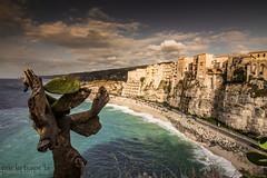 Tropea (paolotrapella) Tags: tropea italia calabria mare spiaggia nuvole cielo borgo sky beach landscape sea clouds panorama