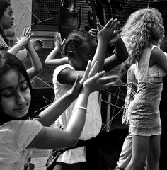 10 ans Maison des Cultures  20160528.0636 (Lieven SOETE) Tags: 2016 brussels bruxelles molenbeek sintjansmolenbeek molenbeeksaintjean art culture cultuur kultur social sozial sociale people peuple menschen young jeune juge jonge diversit diversity man woman homme femme red rouge rot rood dance danse danza tanz female fminine feminine weiblich femminile femminilit mulheres  kobiety femeile kadnlar vrouw frau kadn mujer mulher donna    body corpo cuerpo corps krper lady  child enfant kind kid bambini