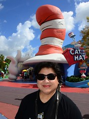 Doctor Seuss Hat (Zeetz Jones) Tags: drseuss orlando universalstudios florida