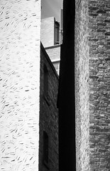 BRYAN_20160717_IMG_8656 (stephenbryan825) Tags: blackwhite dukest liverpool alley alleyway buildings contrast gap graphic hardlight harsh selects shadows