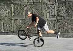 juggling (Oneras) Tags: malabares juggling bike