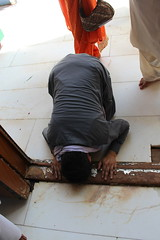 Man Prostrating at Lal Shahbaz Qaandar Mazar (Omair Anwer) Tags: lal shahbaz qalander mazar tomb sehwan sharif sufi sufism