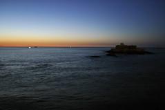 Cuando sube la marea (Julia Mora Crespo) Tags: ocean blue sunset sea sky france nikon darkness fort magic tide north isle francia saintmalo hightide stmalo nikond5000 saintmalofrance