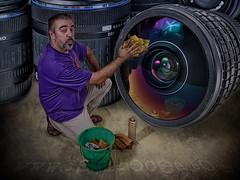 Limpiando mis armas (Isidr☼ Cea) Tags: photoshop lens lentes objetivos zuiko1454 peleng8mmf35fisheye elgaraje fsuro wwwisidroceacom
