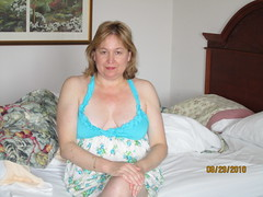 014 (mdpowers) Tags: sexy mature wife cleavage