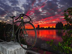 [通勤鋁車雨人號] (funkyruru) Tags: sunset sky postprocessed bike diesel fixedgear pista 天空 pinarello rainman olympusomdem5 mzuikodigital1250mmf3563ez onlythebarve