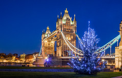 London - Tower Bridge Christmas (John & Tina Reid) Tags: christmas greatbritain winter sunset london architecture unitedkingdom christmastree christmaslights theriverthames twlight londontowerbridge jonreid londonattractions tinareid nomadicvisioncom