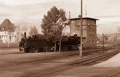 Nostalgische plaatje van Wernigerode Bahnhof (Dick Boss) Tags: station bahnhof rails brocken bahn harz trein spoor duitsland wernigerode stoom dampf stoomtrein zeldzaam dampfzug spoorbaan spoorlijn harzquerbahn spoorhuis spoorhuisje brockenberg spoorgebouw