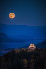 The Harvest Moon Vista (GeorgeOfTheGorge) Tags: harvestmoon blue nationalscenicarea columbiarivergorge cliff beaconrock aftersunset fullmoon oregonstatepark vistahouse oregon orange bonnevilledam fineart