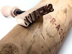 Sello marcar a fuego postes de caminos (www.omellagrabados.com) Tags: sello seal cachet wood woodburning pirograbado manual gravures grabados gravat marcado marking marque burn postes caminos