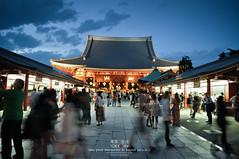 Asakusa night in summer (Pop_narute) Tags: asakusa sensoji shrine temple people life night street centre culture architecture traditional