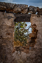 Ventana ruinosa  -  ruinous window (ibzsierra) Tags: ruina runa canon 7d 100400isusm ibiza eivissa baleares