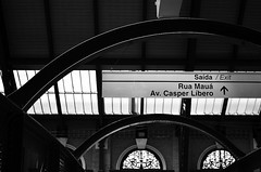 Estao de Trem da Luz (De Santis) Tags: brazil bw white black luz branco brasil train 35mm nikon downtown metro sopaulo centro pb preto sp paulo nikkor trem so metr estao julioprestes d5100 fernandodesantis