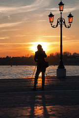 scatto che scatta (invitojazz) Tags: venice sunset silhouette lights nikon tramonto photographer shadows ombra luci venezia fotografo d90 invitojazz
