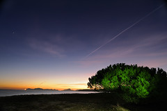 Un Espectador Verde (F SoGel) Tags: sunset sky espaa cloud lightpainting verde beach stars playa galicia rosco cielo estrellas crepusculo ocaso gel pontevedra nube arenal cangas nerga islascies radevigo morrazo mt7 ledlenser laboratoriofsg