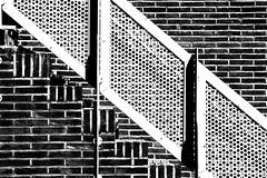 Trap/ staircase (Carel van der Lippe) Tags: bw white black stairs zwartwit trap escaleras