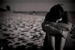At the end of the day (Akapov Photography) Tags: sand arena beach playa sea ocean sad sadness triste tristeza alone lonely soledad mujer woman dark canon canon6d 100mm introvert tough sensitive moving bnw bw mono monochrome byn bn blancoynegro blackandwhite