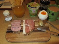 Saftschinken und Schinkenrauchfleisch auf Roggenbrot zum Frhstcksei (multipel_bleiben) Tags: essen frhstck wurst