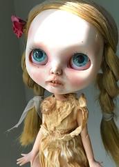 Tuppence - New Eye Chips (Chassy Cat) Tags: blackribbon black ribbon blythe undead creepy art doll puppelina custom takara teeth zombie
