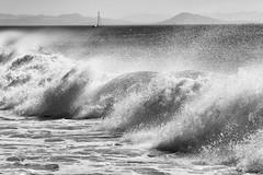 vagues landaises (natacha.mateus) Tags: vagues waves ocean sea mer beach plage summer t nature paysage landscape boat bnw noiretblanc blackandwhite landes capbreton france canon