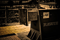 Al tope (Juan Pedro Gmez-51) Tags: pathways rails train railway vas rales tren ferrocarril ruta camino de hierro route iron road blanco y negro monocromtico noche tope freno stop brake