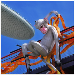 Surfing accident - 6942 (willfire) Tags: willfire singapore marinabaysands midautumnfestival monkey lantern gardensbythebay gbtb