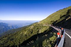(Olen photo) Tags:   taiwan nantou hehuan mountain nation park climb travel trip blue green grass road beautiful long rail 3000m canon 500d tokina t116 sunny cold