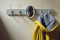 (gabubumon.) Tags: mirror specchio impermeabile yellow rainy cerata raincoat