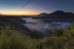 Morning Ray (Pandu Adnyana Photography Tour) Tags: baliphotographytour baliphotographyguide balitravelphotography balilandscapephotography balilandscapetour balilandscape bali indonesia batur mount lake sunrise fog dawn valley pinggan
