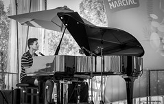 The Piano Man (pipnash) Tags: mono monochrome piano marciac jazz festival noir blanc chanter singer play music musique france french enjoy shine reflection