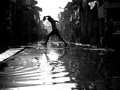 Bombay #6 (Thomas Leuthard) Tags: street streets reflection water four photography thomas d candid streetphotography documentary 85mm going social olympus best micro bombay third om 18 mumbai zuiko 45mm slum streeter hcb mft dharavi leuthard thomasleuthard olympusomd wwwthomasleuthardcom