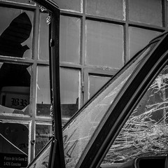 (Erik Janssen - street photography) Tags: auto street broken window glass car voiture rue fentre shards glas raam verre straat scherven cass clats kapot