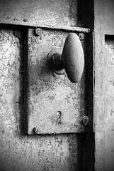 DSC_8355m (MILESI FEDERICO) Tags: bw nikon italia piemonte dettagli artistica ricordi piedmont bianconero passato particolari serratura abbandono desaturazione artistiche milesi salbertrand tempopassato untempo milesifederico
