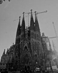 Sagrada Familia Panorama BW (haydee almayer) Tags: barcelona b girls friends bw panorama white black church familia work spain w progress corso chiesa panoramica gaudi miro lavori sagrada bianco antoni barcellona spagna amiche ragazze ner