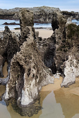 Playa de Ris, Noja (TerePedro) Tags: espaa spain playa roca cantabria ris cantabrico noja aboutiberia mygearandme