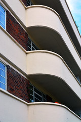 Lichfield Court / Balcony curves (Images George Rex) Tags: london richmond uk tw91lw architecture streamlinemoderne flats apartments residential sheenroad england photobygeorgerex unitedkingdom britain imagesgeorgerex balconies balustrades lichfieldcourt deco artdeco crittall