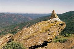 Une petite pyramide à Bassurels (eflyfree) Tags: argentique byeflyfree caussenoir dxo france fujicolor200 iso200 nikkormat nikkormatft2 nikon