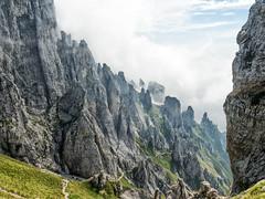 Direttissima (Gabriele Sesana) Tags: sentiero grignetta grignameridionale escursione passeggiata path mountain