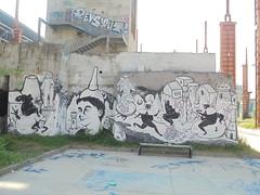 067 (en-ri) Tags: guerrilla spam bianco nero ragazzo boy diavoli devil citt city tower torre uovo egge torino wall muro graffiti writing mostri monsters parco dora imbuto