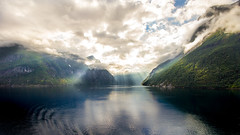 Geirangerfjord baign de lumire (elebelleguy) Tags: 1018 550d boitier camera canon1018 canonefs1018 canoneos550d eos eos550d geiranger geirangerfjord hardware hellesylt matrial meteo mto norge norvge norway nuageux objectif voyages cloudy couvert lens weather