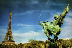Paris, Pont Bir-Hakeim (Luc Mercelis) Tags: paris cityscape city citytrip cityoflight france blue bluesky sky clouds eiffel toureiffel sonyslt77v minoltaprimelens24mm art wideangle summer 30
